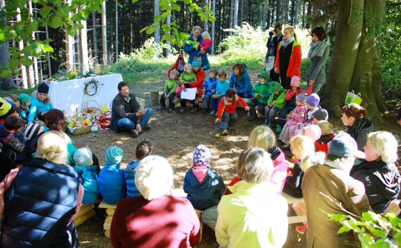 Wurzelkinder feiern Erntedankgottesdienst 2015 im Wald