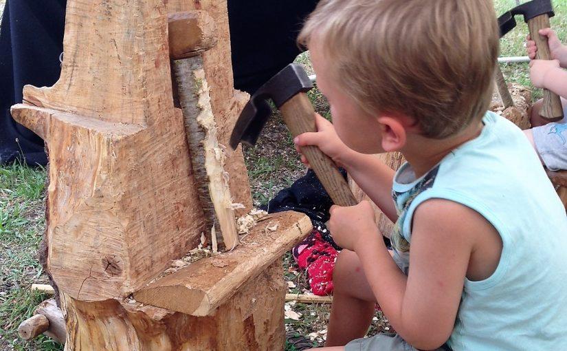 Schnitzworkshop im Waldkindergarten